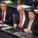 Sigmar Gabriel, Frank-Walter Steinmeier, Thomas de Maizière im Plenarsaal